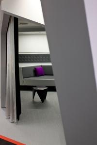 Purple pillow in grey relax area geschaald